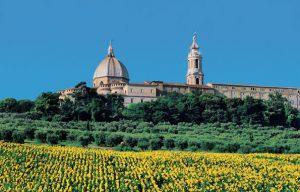 A Loreto l'arazzo Raffaellesco, simbolo di ritorno alla normalità